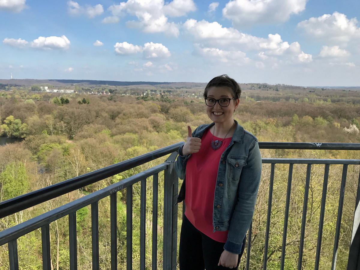 Auf dem Aussichtsturm an der Sechs Seen Platte in Duisburg.