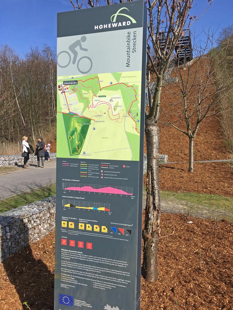Infotafel am Start der Mountainbike Strecke auf der Halde Hoheward