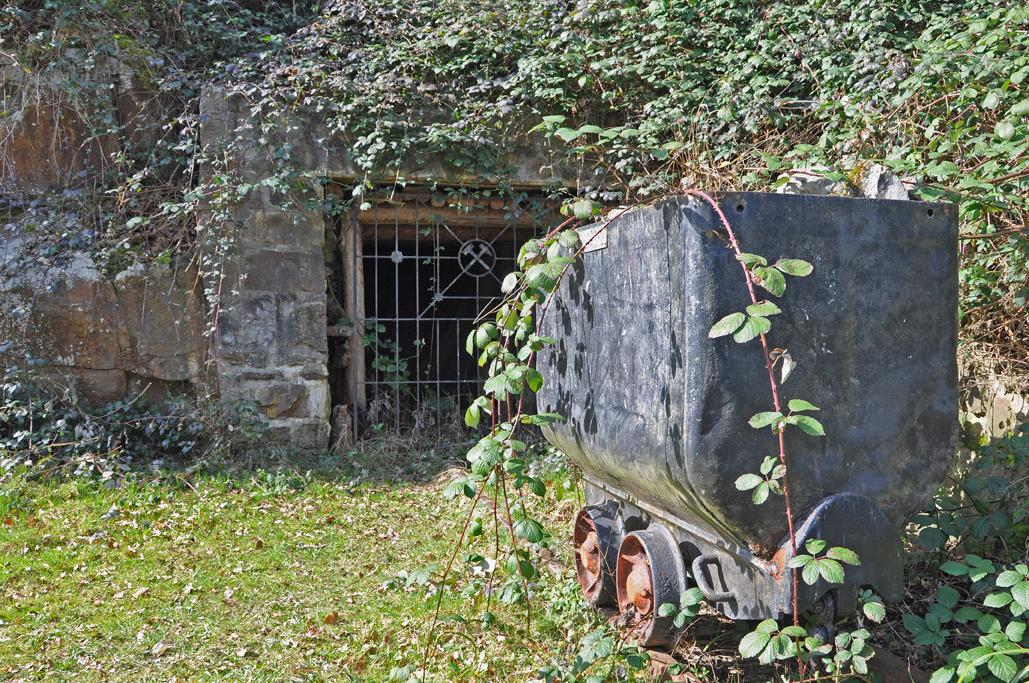"Das Mundloch des Stollen Angelika an der ""Geologischen Wand Kampmannsbrücke"""