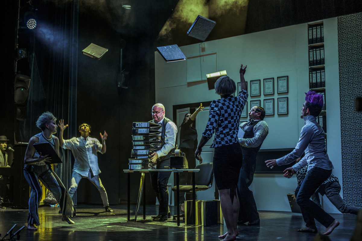"Ensemble der Show ""KAWUMM"" im GOP Varieté-Theater Essen"