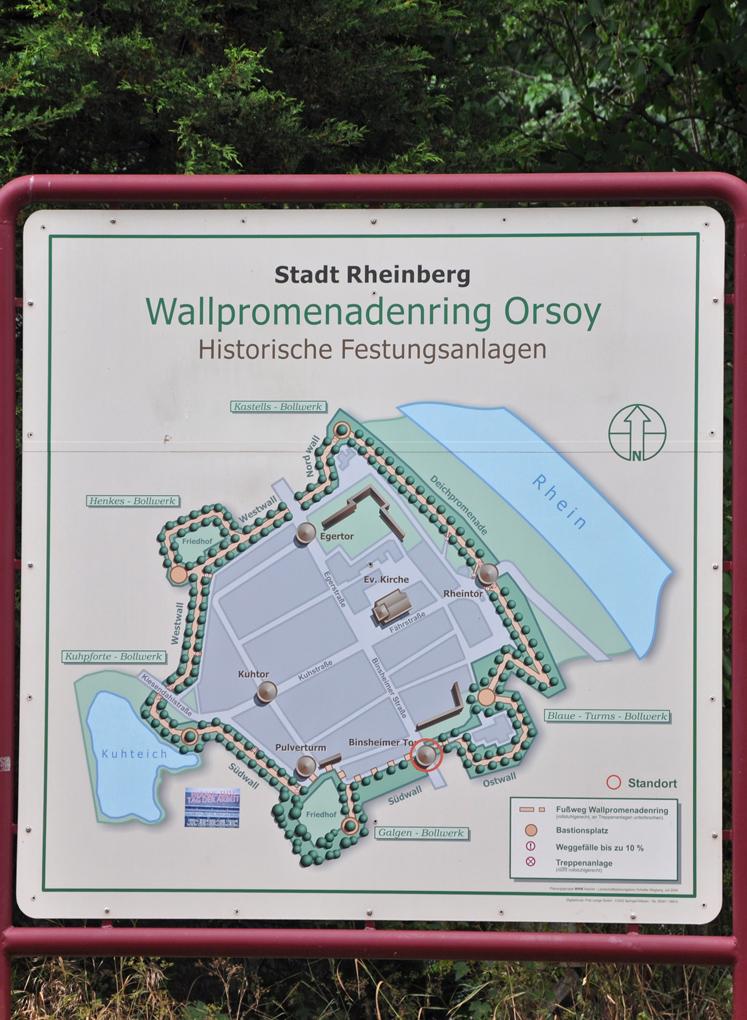 Das Foto zeigt eine Infotafel zum Wallpromenadenrings in Orsoy.