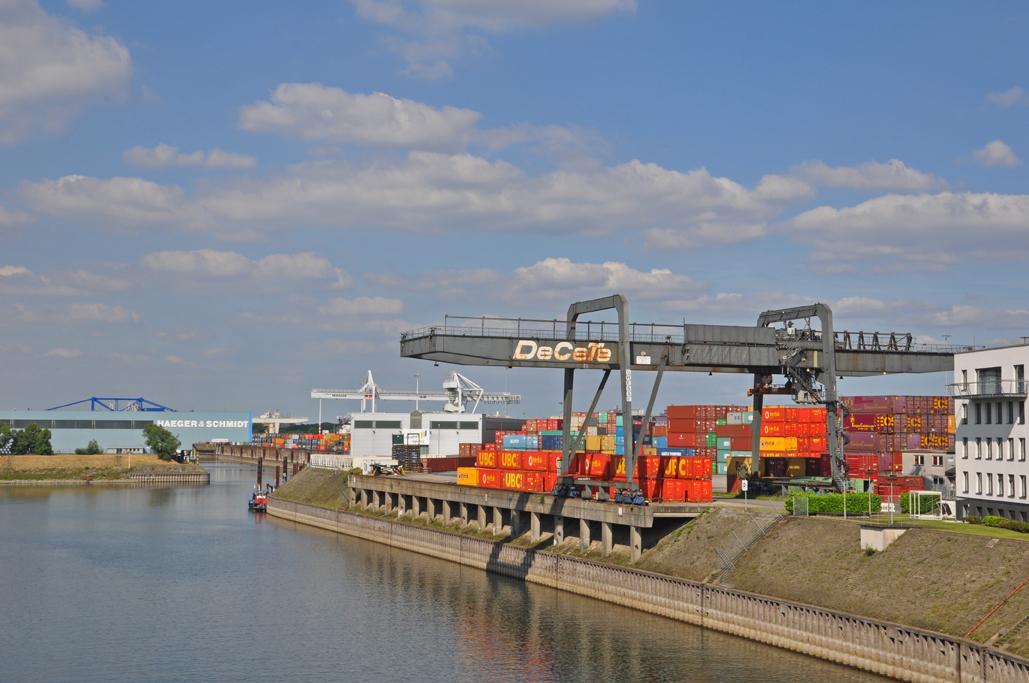 Im größten Binnenhafen der Welt lässt sich so einiges Spannende entdecken und erkunden.