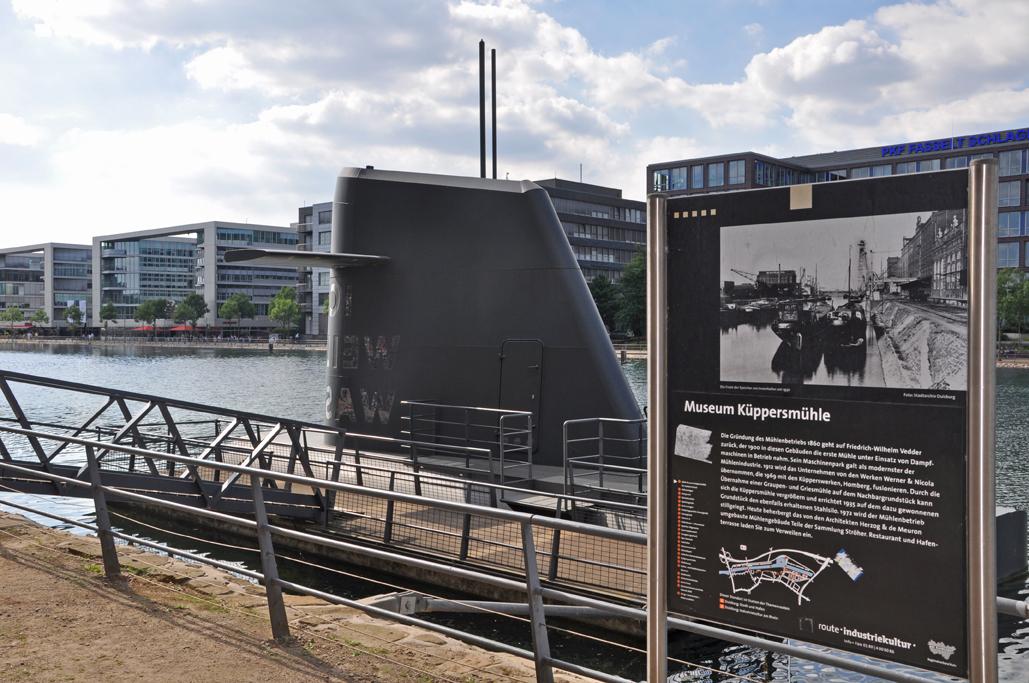 Sogar ein U-Boot zum Bestaunen findet man im Innenhafen.