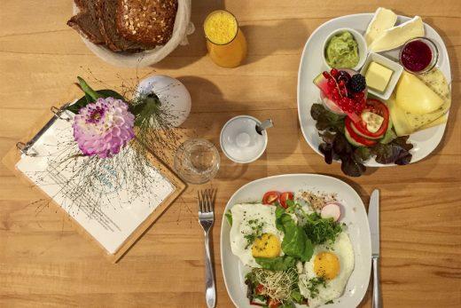 Das Foto zeigt das leckere Frühstück im Café Froilein Meier