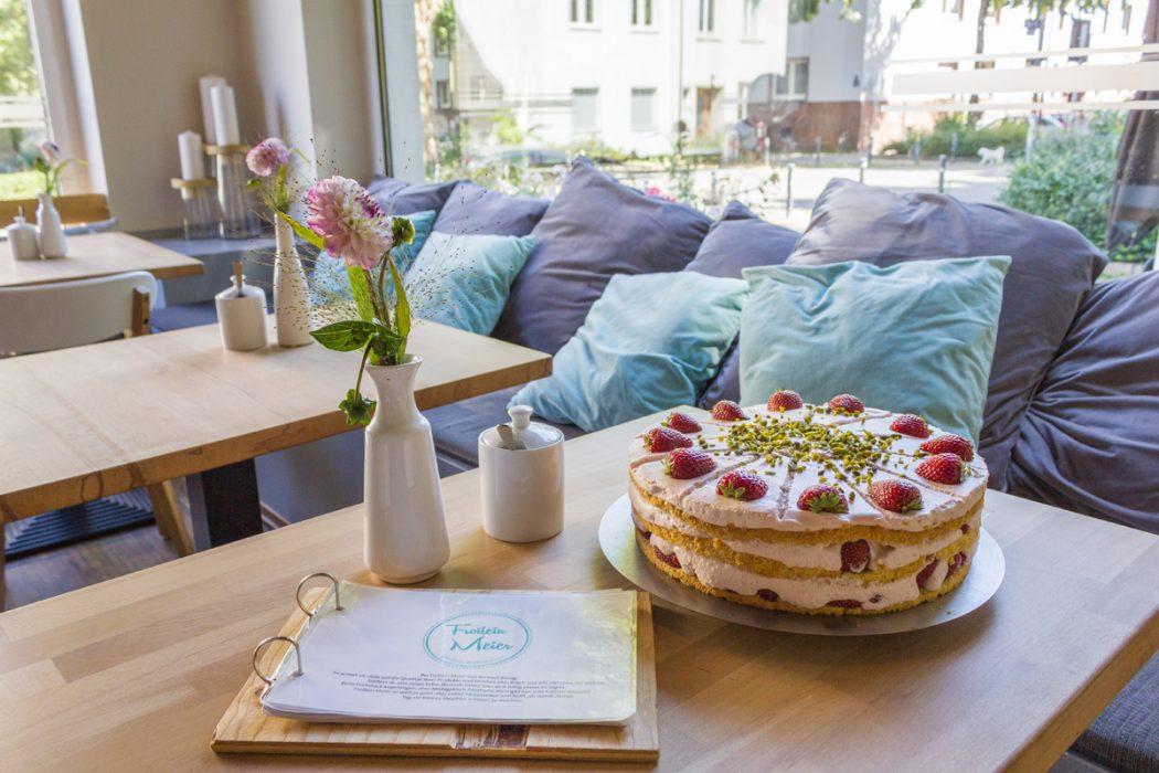Das Foto zeigt eine leckere Torte im Café Froilein Meier im Kreuzviertel in Dortmund