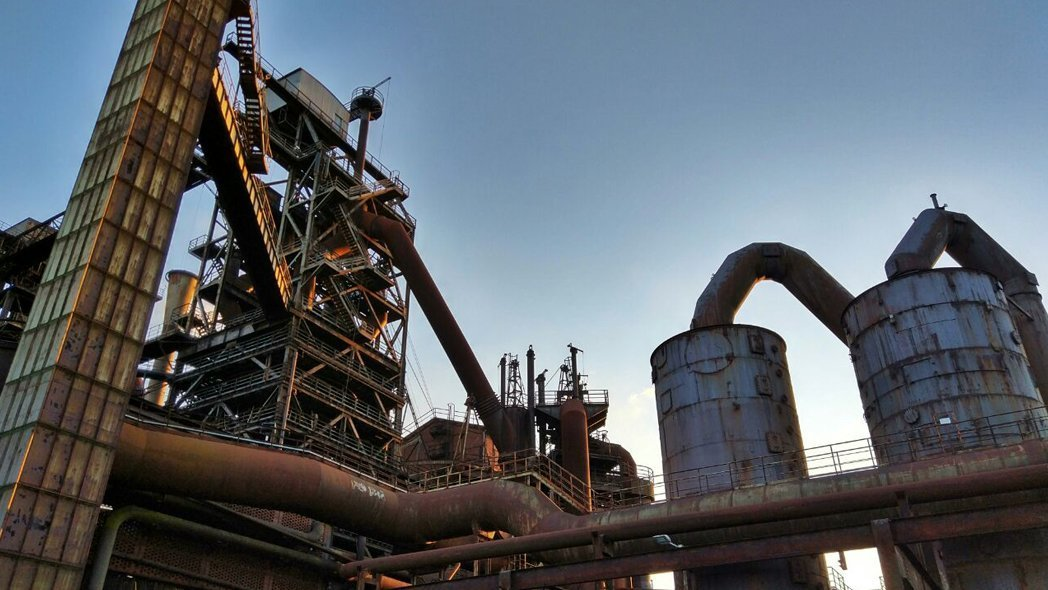 Das Bild zeigt die Industrie des Landschaftparks Duisburg-Nord
