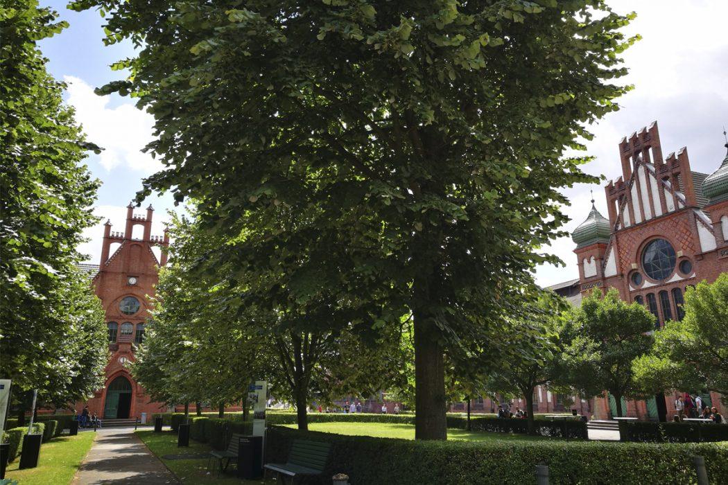Das Foto zeigt die Alte Verwaltung und die Lohnhalle der Zeche Zollern in Dortmund