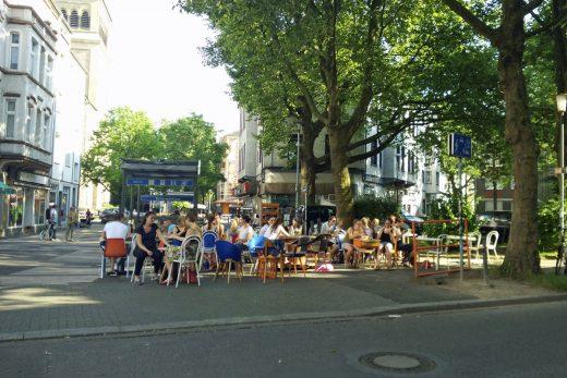 Das Foto zeigt den schicken Platz vor i am love in Bochum
