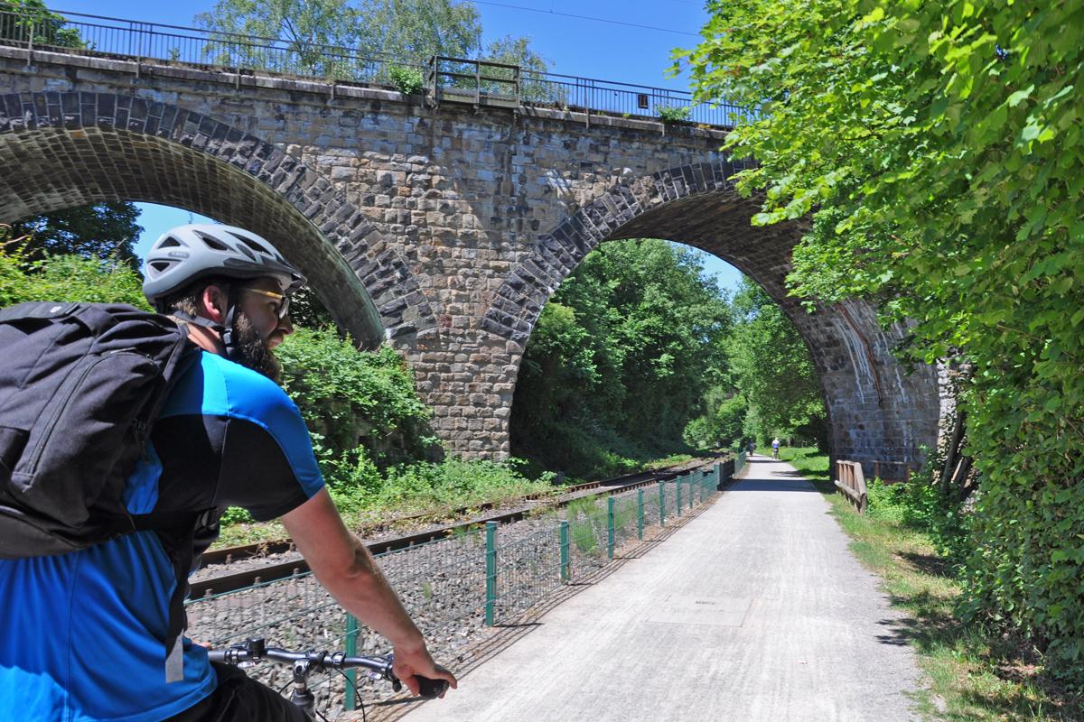 Das Foto zeigt Blogautor Florian auf dem RuhrtalRadweg in Witten
