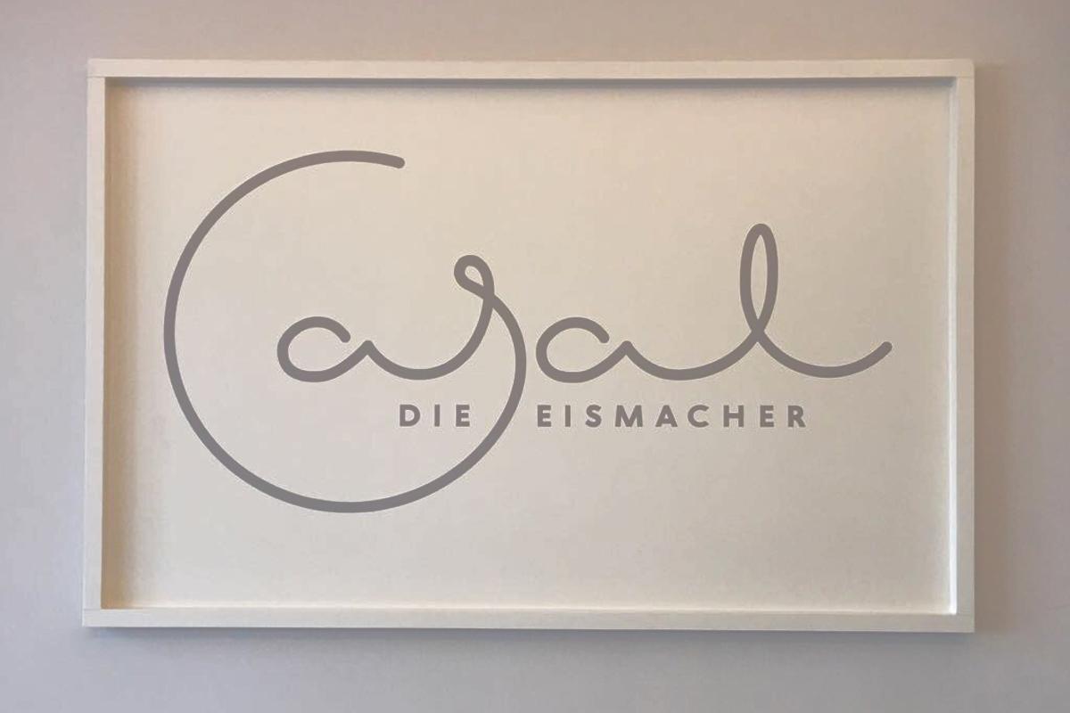 Das Foto zeigt das neue Logo von Casal
