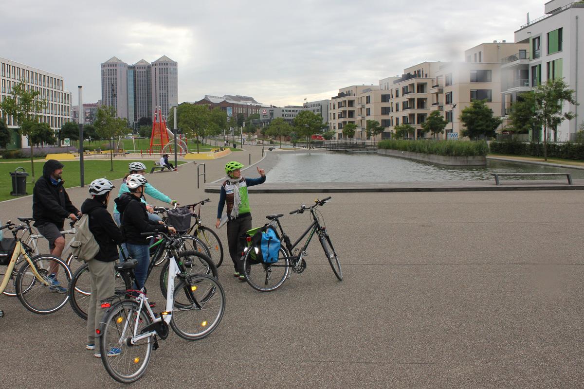 Das Foto zeigt die Radfahrer-Gruppe bei der Radtour auf den Spuren der Krupps.