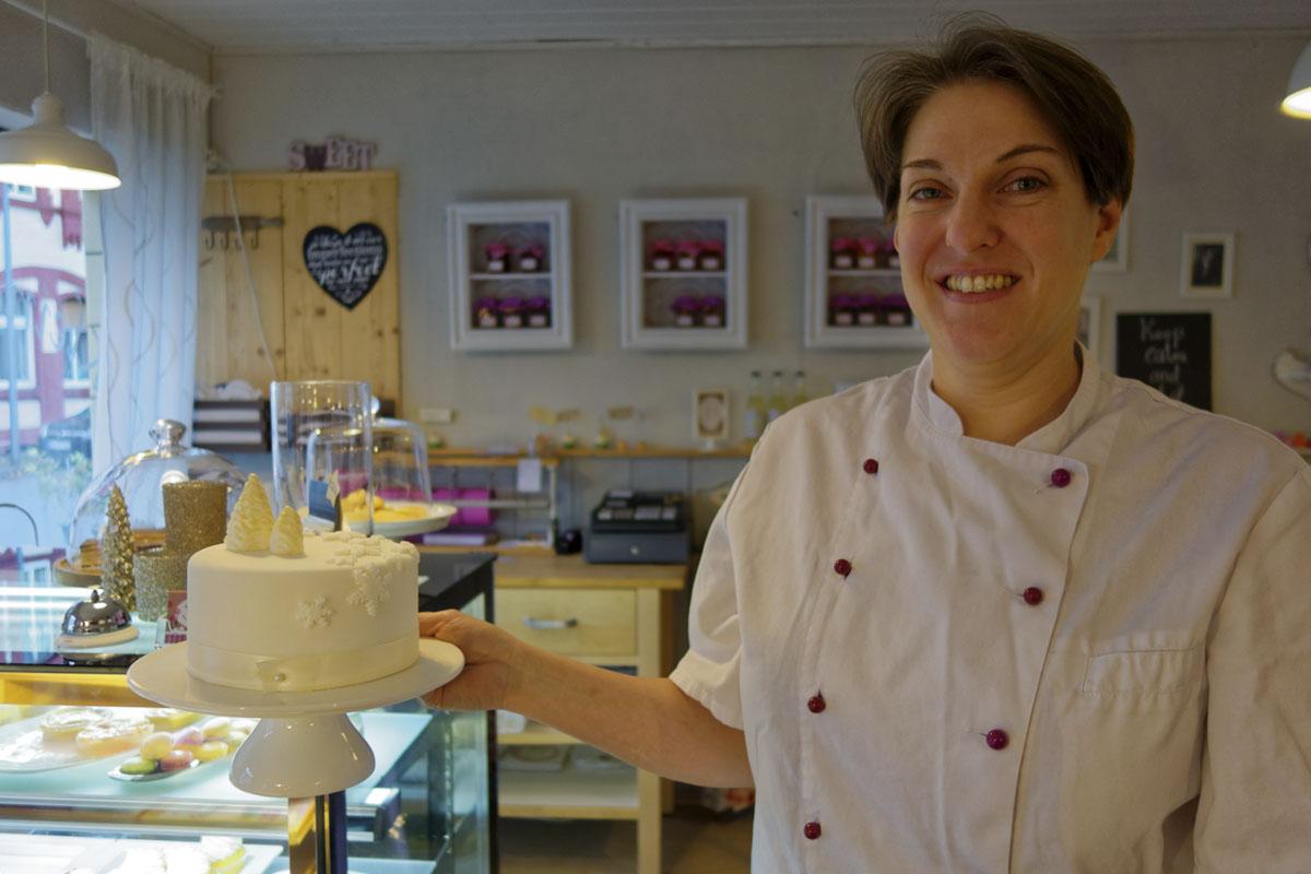 Das Foto zeigt Anke Rhönisch, die Betreiberin der Kleinen Zuckerbäckerei