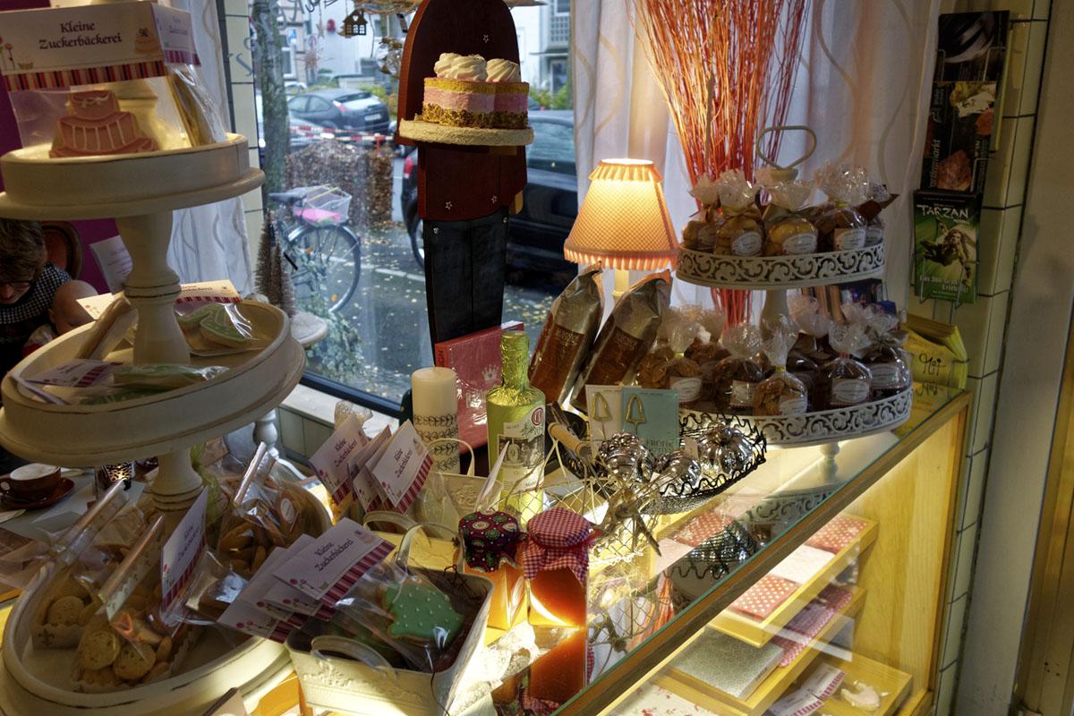 Das Foto zeigt Kekse und Dekoartikel in der Kleinen Zuckerbäckerei in Bochum