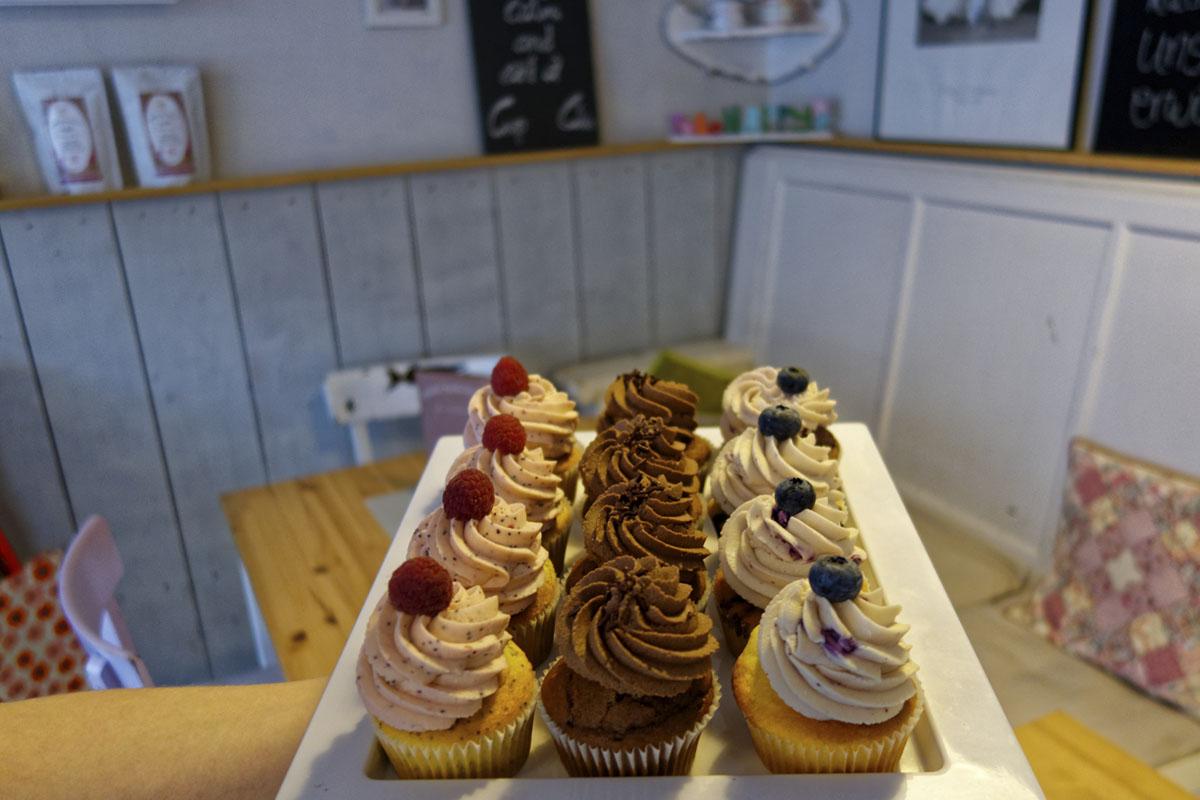 Das Foto zeigt eine Auswahl von Cupcakes in der Kleinen Zuckerbäckerei