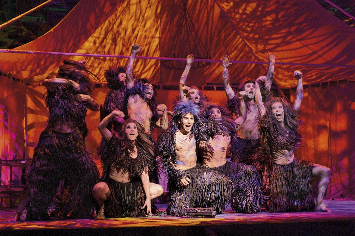 Das Foto zeigt die Gorillabande in Disneys Musical Tarzan in Oberhausen