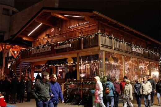 Das Foto zeigt die Flachau-Alm auf dem Weihnachtsmarkt am CentrO Oberhausen