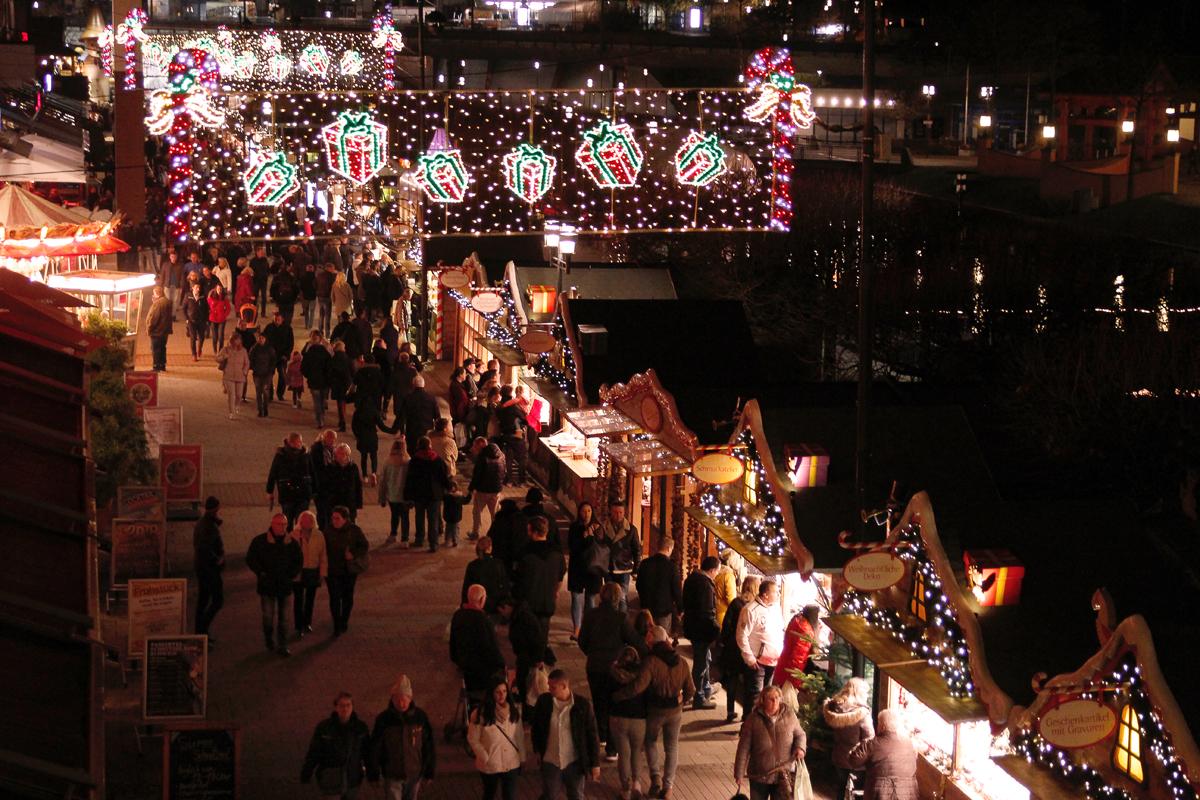 Das Foto zeigt den Weihnachtsmarkt am CentrO Oberhausen