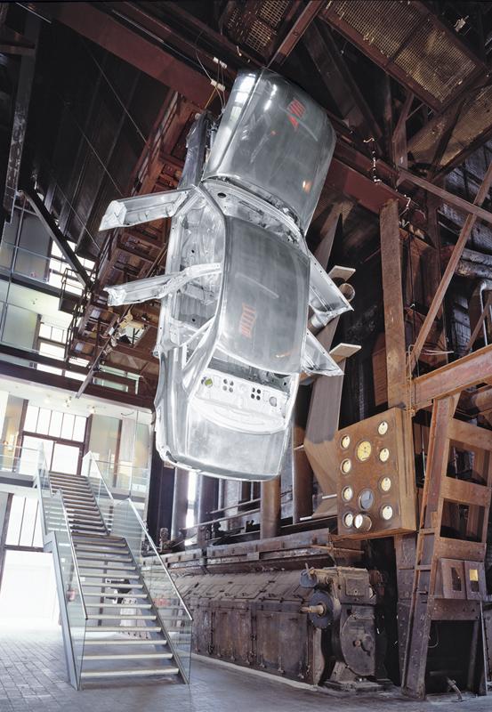 Das Foto zeigt ein Kunstwerk im Red Dot Design Museum auf dem Gelände des UNESCO-Welterbe Zollverein