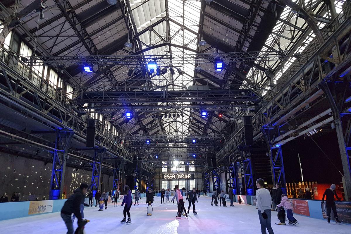 Das Foto zeigt den EisSalon Ruhr in der Jahrhunderthalle Bochum