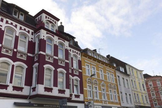 Das Foto zeigt schöne Altbauhäuser an der Kreuzung Kahrstraße in Essen Rüttenscheid