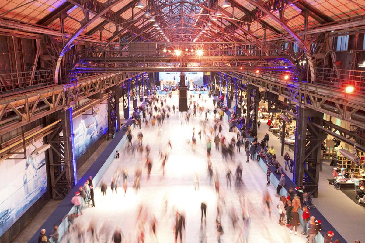 Das Foto zeigt einen Überblick über den EisSalon Ruhr in der Jahrhunderthalle Bochum