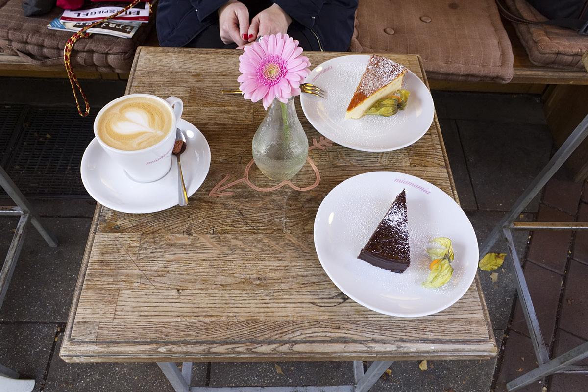 Das Foto zeigt Kaffee und Kuchen im miamamia auf der Rüttenscheider Straße in Essen