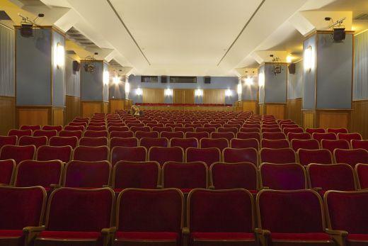 Das Foto zeigt den Kinosaal im Filmstudio Glückauf in Essen
