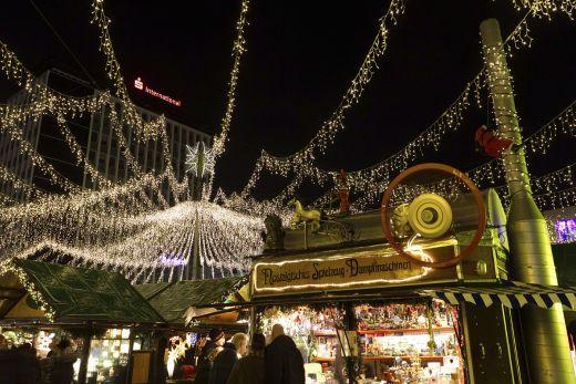 Dasn Foto zeigt den nostalgischen Spielzeug-Stand auf dem Weihnachtsmarkt Essen