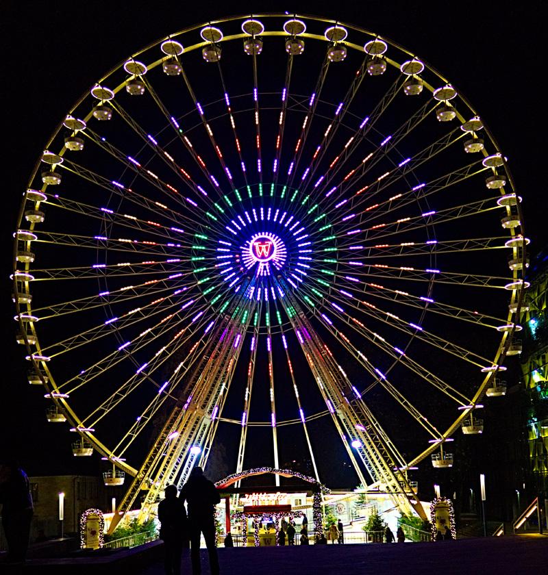 """Das Foto zeigt das Riesenrad """"Wilhelm"""" auf dem Weihnachtsmarkt Essen"""