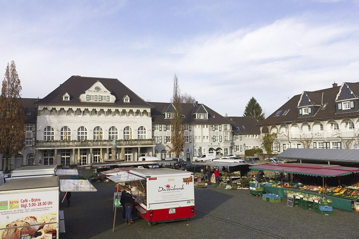 Das Foto zeigt den Markt, der Mittwochs und samstags findet in der Margarethenhöhe Essen stattfindet