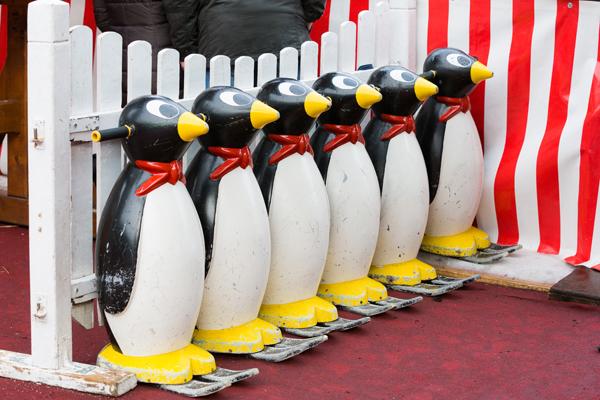 Pinguin-Helfer bei ESSEN.ON ICE.