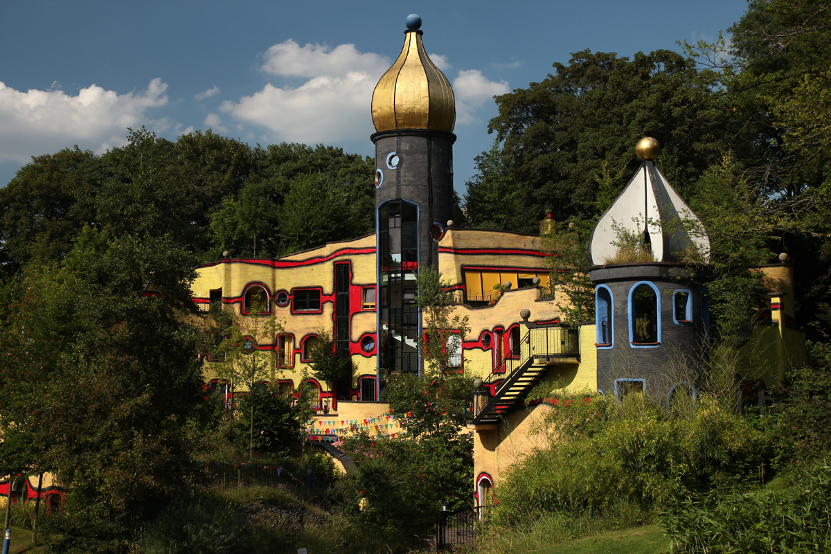 Das Foto zeigt das Hundertwasserhaus im Grugapark Essen