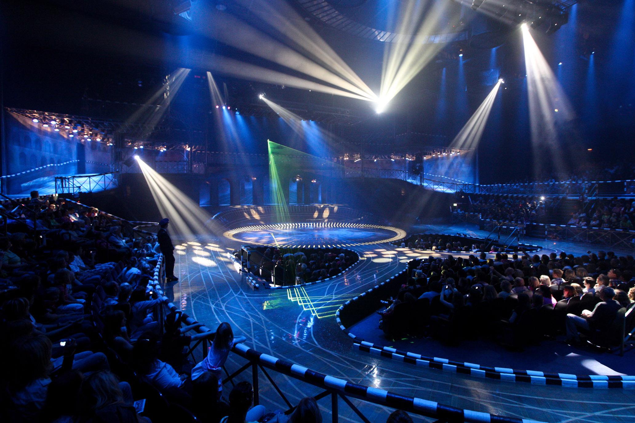 Das Foto zeigt den Innenraum des Starlight Express Theaters in Bochum