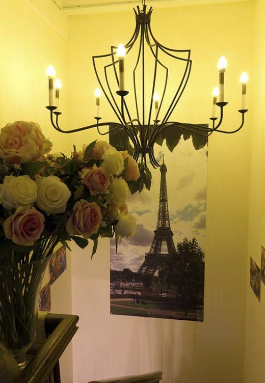 Das Foto zeigt das Treppenhaus des Le Café Crème in Hamminkeln