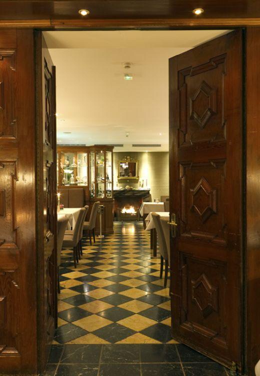 Das Foto zeigt das Kaminzimmer des Wellings Romantik Hotel zur Linde in Moers