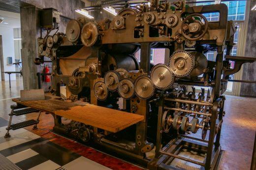 Das Foto zeigt eine Druckmaschine