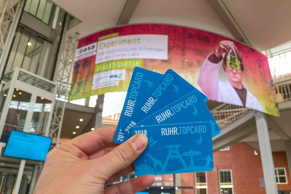 Das Foto zeigt vier Ruhr.Topcards in der DASA in Dortmund