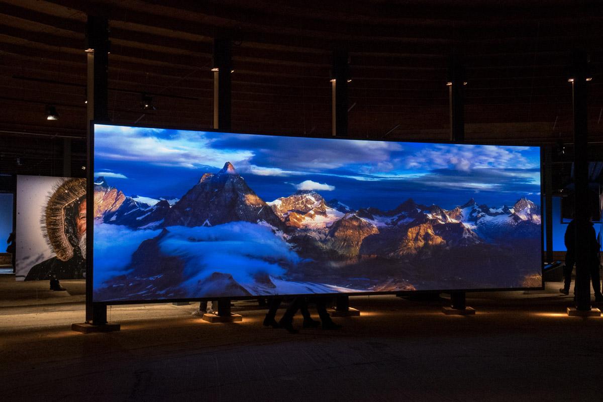Das Bild zeigt Aufnahmen von Bergen