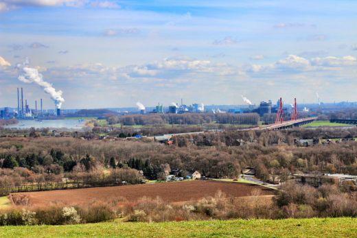 Das Foto zeigt die Aussicht von der Halde Rheinpreußen
