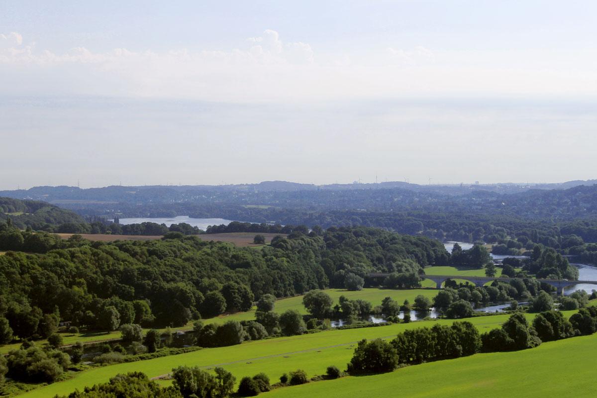 Das Foto zeigt die Aussicht von der Burg Blankenstein
