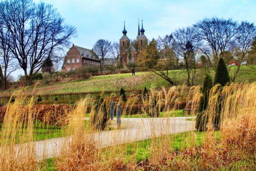 Das Foto zeigt die Frontansicht des Kloster Kamps