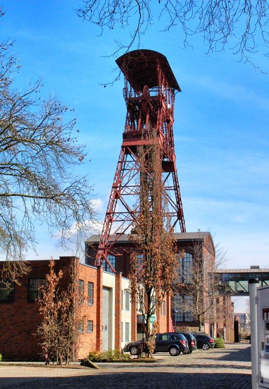 das Foto zeigt den Schacht IV und die ehemalige Zeche Rheinpreußen