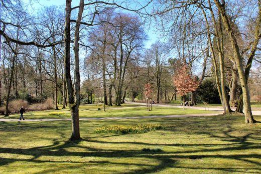Das Foto zeigt den Schlosspark in Moers