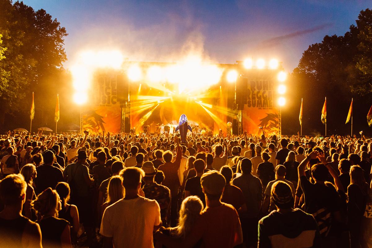Das Foto zeigt den Blick auf die Bühne beim Ruhr Reggae Summer