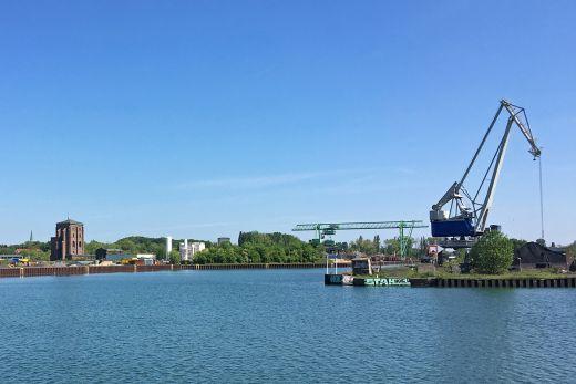 Das Bild zeigt den Blick auf den Hardenberg Hafen