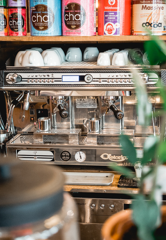Das Bild zeigt eine Kaffeemaschine