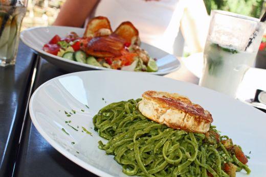 Das Foto zeigt zwei Gerichte im Restaurant Mezzomar