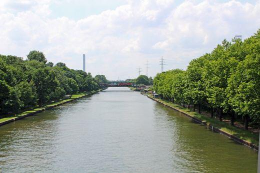 Das Bild zeigt den Rhein-Herne-Kanal