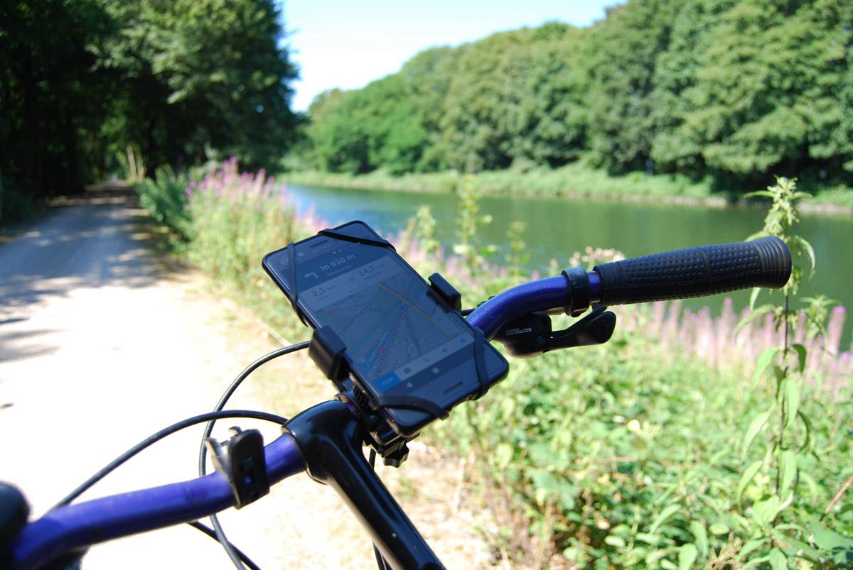 Das Foto zeigt ein Fahrrad, das per Navigationsapp Komoot im Ruhrgebiet unterwegs ist