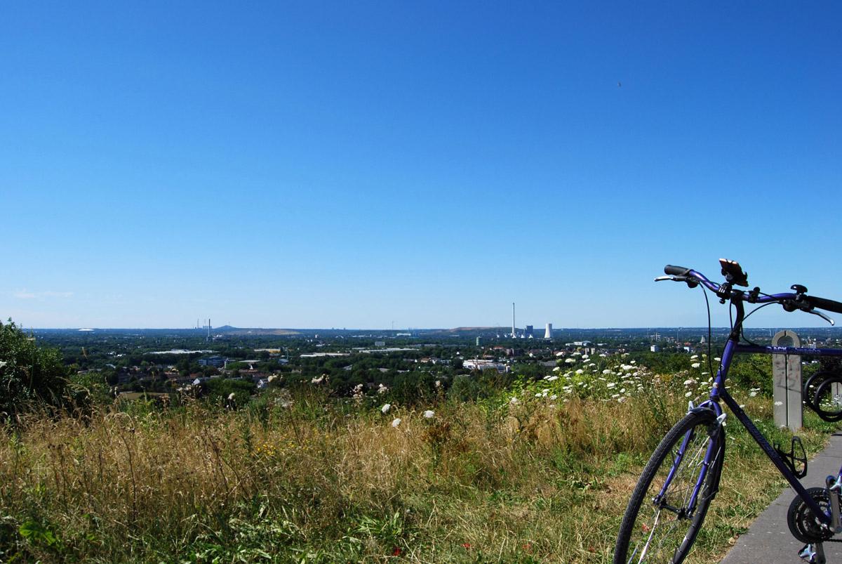 das Foto zeigt den Ausblick vom Tippelsberg auf Herne und Bochum